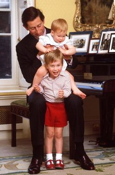 October 4, 1985: Sir Alastair Burnet interviews the Prince and Princess of Wales in the drawing room of Kensington Palace for a Royal documentary. Prince Charles, Prince William & Prince Harry pose for the cameras.