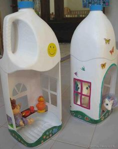 Milk jug doll houses. #diy #MilkJugs
