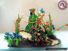 El hada en su jardín realizada la figura con la técnica de 3D y  de filigrana las flores