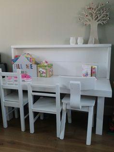 Kindertafel en stoel met opbergruimte