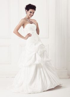 Sweetheart Neckline with Hubble Hem Taffeta Wedding Dress $238.98