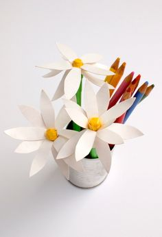 Looking for some unique duct tape crafts to keep your kids busy? These cute flower pens are fun and easy to make!