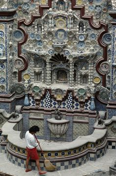 ✮ Ancient Chinese porcelain adorns Mexican monuments