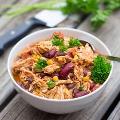 Slow Cooker Taco Chicken Chili 6 boneless skinless chicken breasts 1 can black beans (16 oz), drained and rinsed 1 can kidney beans (16 oz), drained and rinsed 1 cup tomato sauce 1 can corn (16 oz), drained 2 cans diced tomatoes (14.5 oz) 1 packet taco seasoning 3 tsp cumin 1/2 tsp cayenne pepper (optional) 1 tbsp chili powder