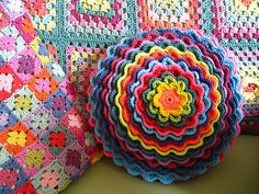 perfect flower crochet pillow, with tutorial - must have!