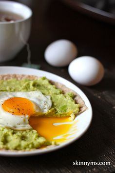 Mmmm.. might try this tomorrow. Avocado Breakfast Pizzas. #Breakfasttime