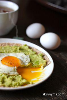 Avocado Breakfast Pizzas = Best. Breakfast. Ever!  #avocado #breakfast #pizza #recipe