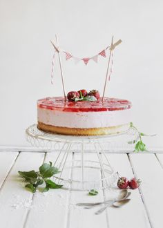 ... strawberry mousse cake ...