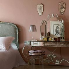 the modern marie antoinette..25 Pink Room Design Ideas | Shelterness Painting Colour, Wall Colors, Vintage Chic, Vintage Vanities, Vanities Tables, Makeup Vanities, Victorian Bedrooms, Pink Bedrooms, Bedrooms Decor Ideas