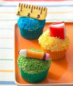 Volta as aulas! kids cupcakes school, back to school cupcake ideas, cupcakes teacher, sweet treats, cute kid desserts, back to school cupcakes, teacher cupcake, school snacks, backtoschool