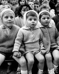 Alfred Eisenstaedt, Paris, 1963    Children watching story of St. George and the dragon at the puppet theater in the Tuileries.