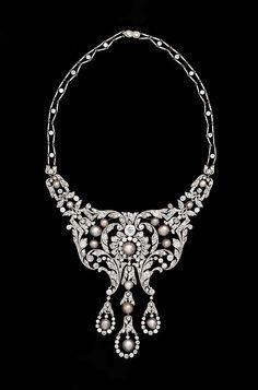 Stunning diamond, pearl and platinum necklace, circa 1905,