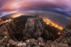 Hora Ai-Petri (de noche) en Crimea, Ucrania