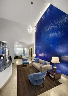 Hayden Ferry Lakeside by Callison and Richard Drinkwater w/Davis, who designed a stunning feature wall. They chose WILLOW texture and GEMSTONE COBALT BLUE from Nathan Allan Glass Studios Inc.