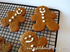 Thick & chewy gingerbread cookies