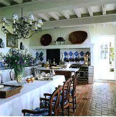 Luxery 18th century style Grand Bastide country House. Large eat in kitchen