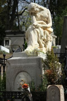 Grave of Frederic Chopin, Pere-Lachaise. paris, pari franc, freder chopin, perelachais, grave, france, sculptur, place, forgotten art