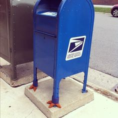 This mailbox is a real chicken I tell you … awesome!