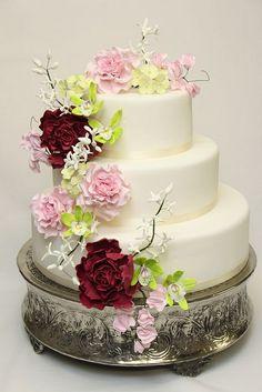 3-stöckige Hochzeitstorten mit üppiger Blumendekoration.1 by suess-und-salzig, via Flickr