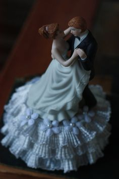 Vintage wedding cake topper 1990s #dental #poker