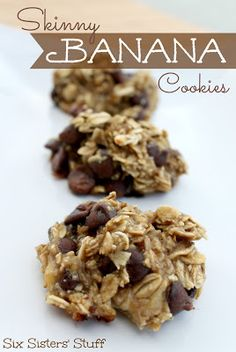Skinny Banana Cookies. no flour. no added sugar. 3 ingredients- banana, oats, chocolate chips