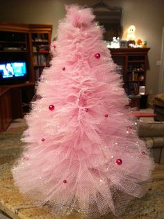 Little tulle tree.. adorable.. could do this in any color.. here are instructions.  www.wwvisions.com...