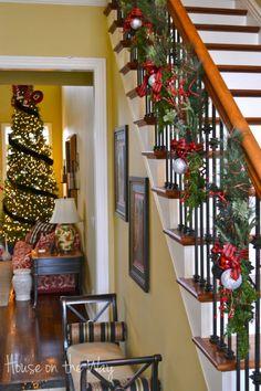 Christmas Staircase Decorations | xmas-stair-garland-2.jpg