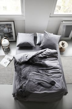 Relaxed grey bedroom