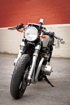 "Albert ""The Chief"" Hurt's Kawasaki KZ1000 cafe Racer   Dubai Bikers"