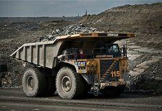 These Autonomous Dump Trucks Let Mines Operate Around the Clock.Caterpillar 793F