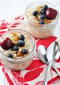 Refrigerator Oatmeal--6 no-cook flavors. Make ahead in individual mason jars for a quick, healthy grab-and-go breakfast. #recipes #tocook cc @binx