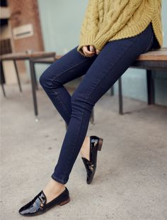 simple jean, outfit, casual styles, denim, fashion looks, oversized sweaters, cozy sweaters, shoe, black