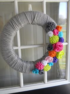 Homey Home Design: Spring Flower Wreath, the flowers need to go all the way around. Otherwise it doesnt look complete.