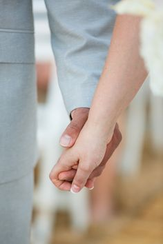 Holding hands during our wedding ceremony    Photography by Noel del Pilar Photography