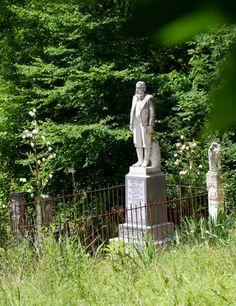 Devil Anse Hatfield monument, Hatfield cemetery