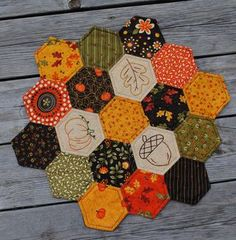 hexagon (english paper pieced) #quilted table topper for autumn (with #embroidery!)