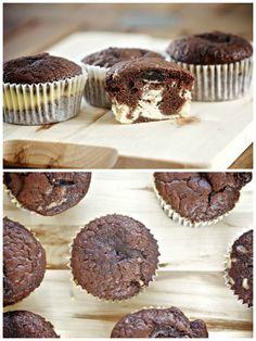 Cupcakes de Oreo rellenos de crema de queso