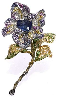 CINDY CHAO, The Art Jewel, Black Label Masterpiece Tipsy Brooch with heart shaped natural sapphire (46.89cts), highlighted by colorless, yellow and brown diamonds; pink and purple sapphires, tsavorite and rhodolite, set in 18kt yellow gold. Picture c/o The Jewellery Editor.
