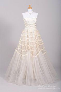 vintage gowns, 1950s lace, wedding dressses, trim vintag, vintage weddings, wedding vintage, vintage wedding gowns, vintage wedding dresses, lace trim