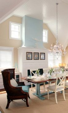 Love this painted dining table and chairs! It would match my color scheme perfectly!