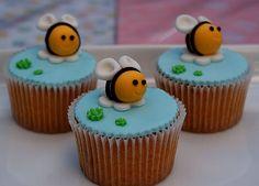 fondant bumble bee