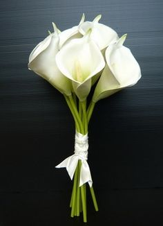 White Cala Lily Bouquet. Perfect size, maybe even a bit smaller.
