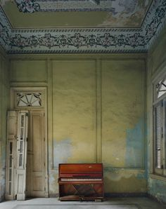 Red Piano ©Michael Eastman http://eastmanimages.com/