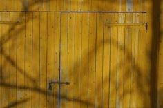 How to Treat Barn Wood thumbnail