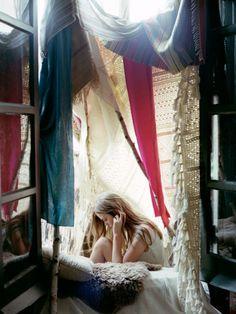 Ooh, ooh indoor tent