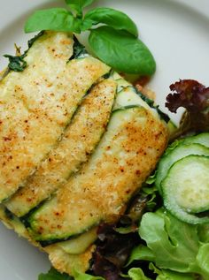This Summer Lasagna made with lean ground beef and zucchini is lower in calories and packed with protein! #smarterbeef
