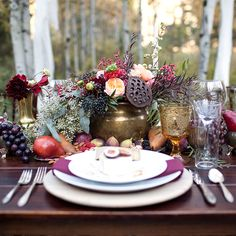 Beautiful autumn tablescape (Thanksgiving centerpiece?)