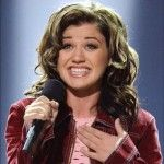 2002 American Idol Season 1  Winner Kelly Clarkson / Born: April 24, 1982. From Burleson, Texas  Competing Finalist: Justin Guarini  Voting Results: 58% of 15.5 million votes.