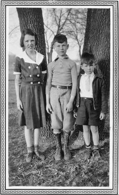 Johnny Carson, with older sister, Catherine, and younger brother, Dick