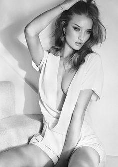 Boudoir - Portrait - Lingerie - Black and White - Photography - Pose Idea / Inspiration
